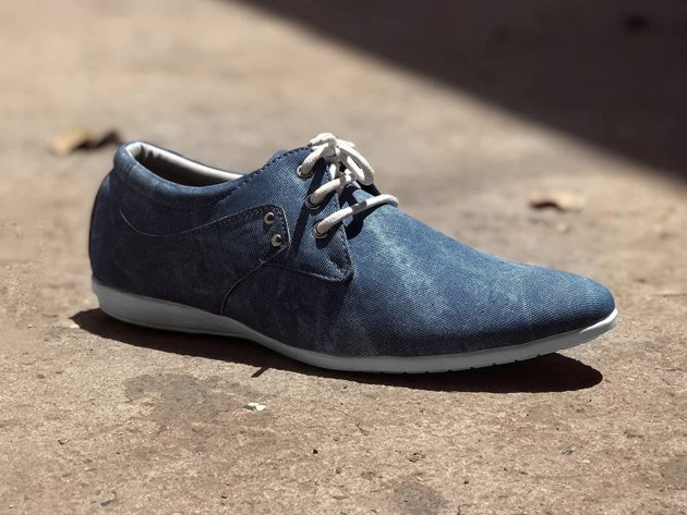 Blue casual sneakers for men
